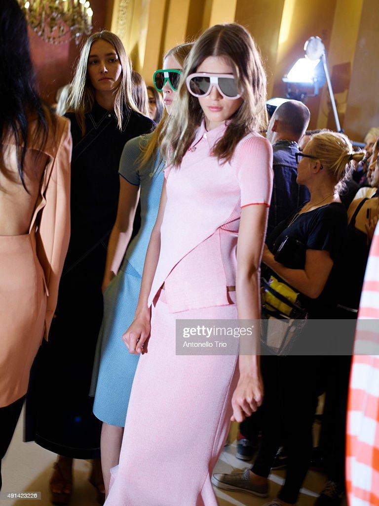 Stella McCartney : Backstage - Paris Fashion Week Womenswear Spring/Summer 2016 : News Photo