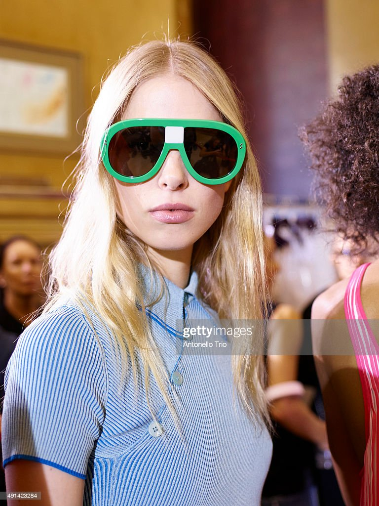 Stella McCartney : Backstage - Paris Fashion Week Womenswear Spring/Summer 2016 : News Photo