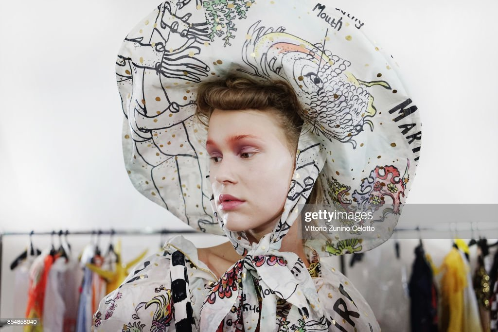 Tsumori Chisato : Backstage  - Paris Fashion Week Womenswear Spring/Summer 2018 : ニュース写真