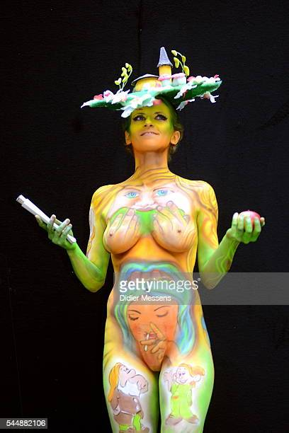 A model poses with her bodypainting designed by bodypainting artist Dubri Preger from Israel during the World Bodypainting Festival in Poertschach am...