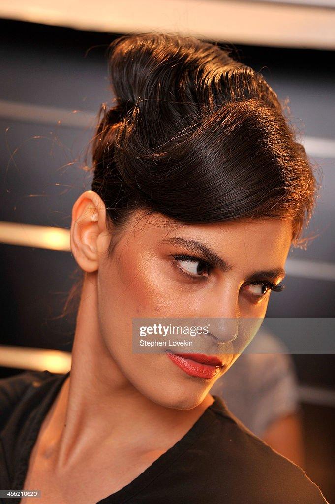 B. Michael America - Backstage - Mercedes-Benz Fashion Week Spring 2015 : Nachrichtenfoto