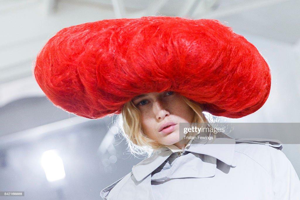 Facetasm : Backstage - Paris Fashion Week - Menswear Spring/Summer 2017 : News Photo