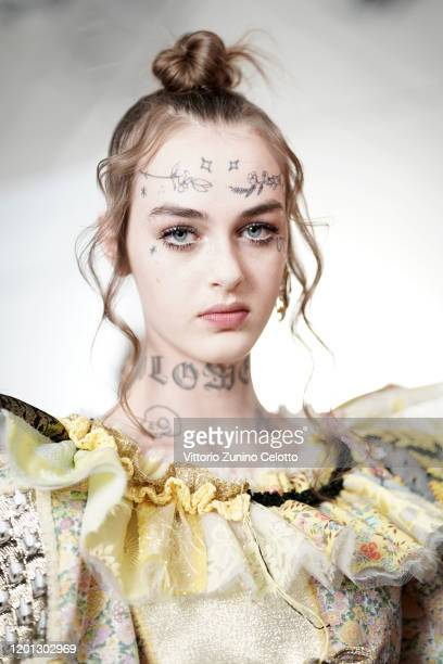 Model prepares backstage before the Viktor & Rolf Haute Couture Spring/Summer 2020 show as part of Paris Fashion Week on January 22, 2020 in Paris,...