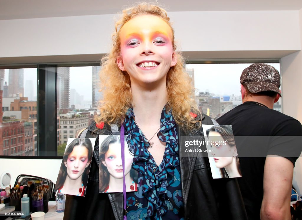 Anna Sui - Backstage - September 2018 - New York Fashion Week: The Shows : ニュース写真