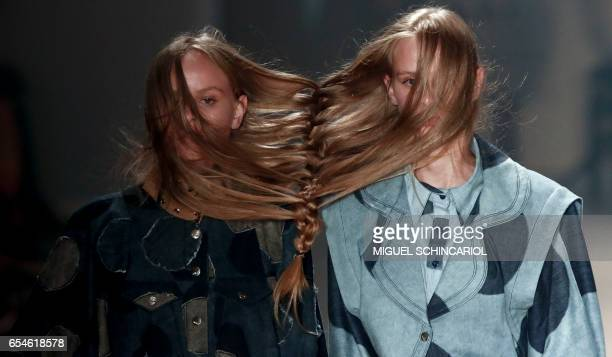 TOPSHOT Model present creations by Amapo during the Sao Paulo Fashion Week in Sao Paulo Brazil on March 17 2017 / AFP PHOTO / Miguel SCHINCARIOL
