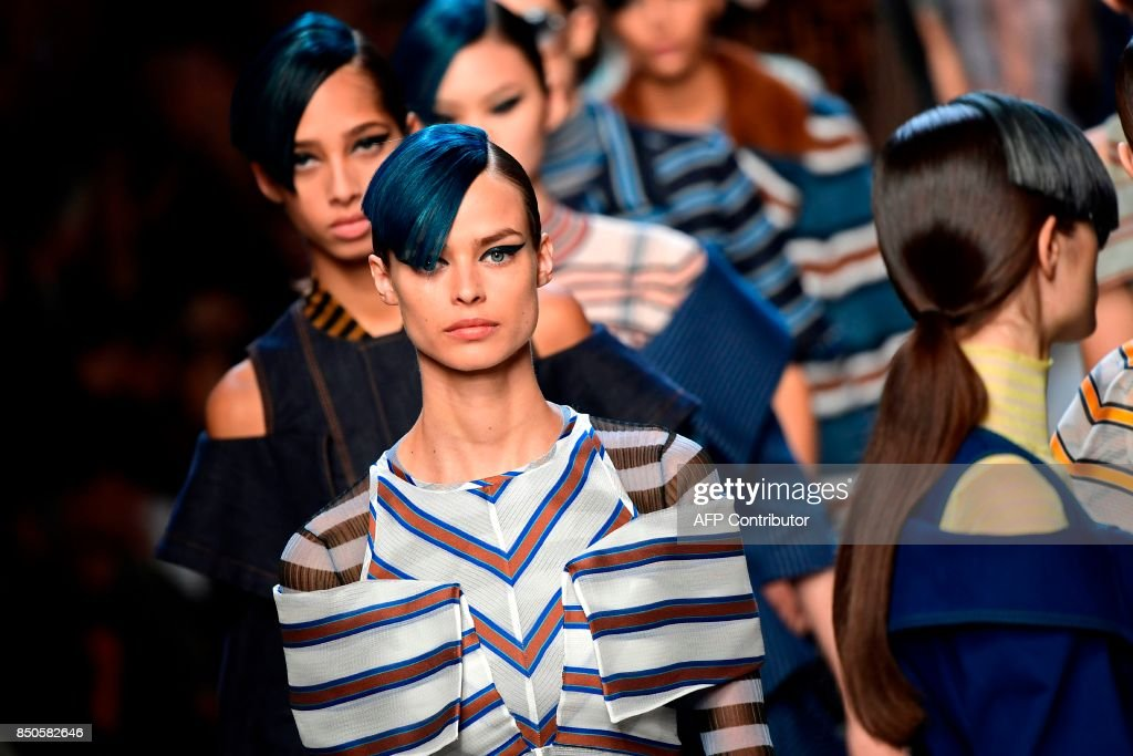 Model present creations for fashion house Fendi during the Women's Spring/Summer 2018 fashion shows in Milan, on September 21, 2017. / AFP PHOTO / Miguel MEDINA