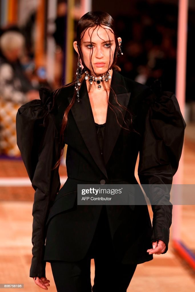 A model presents a creation by Alexander McQueen during the women's 2018 Spring/Summer ready-to-wear collection fashion show in Paris, on October 2, 2017. /