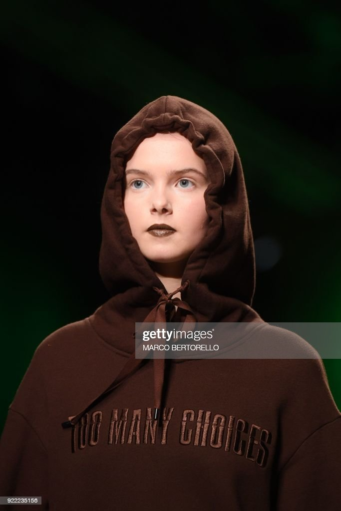 A model presents a creation by Annakiki during the women's Fall/Winter 2018/2019 collection fashion show in Milan, on February 21, 2018. / AFP PHOTO / Marco BERTORELLO