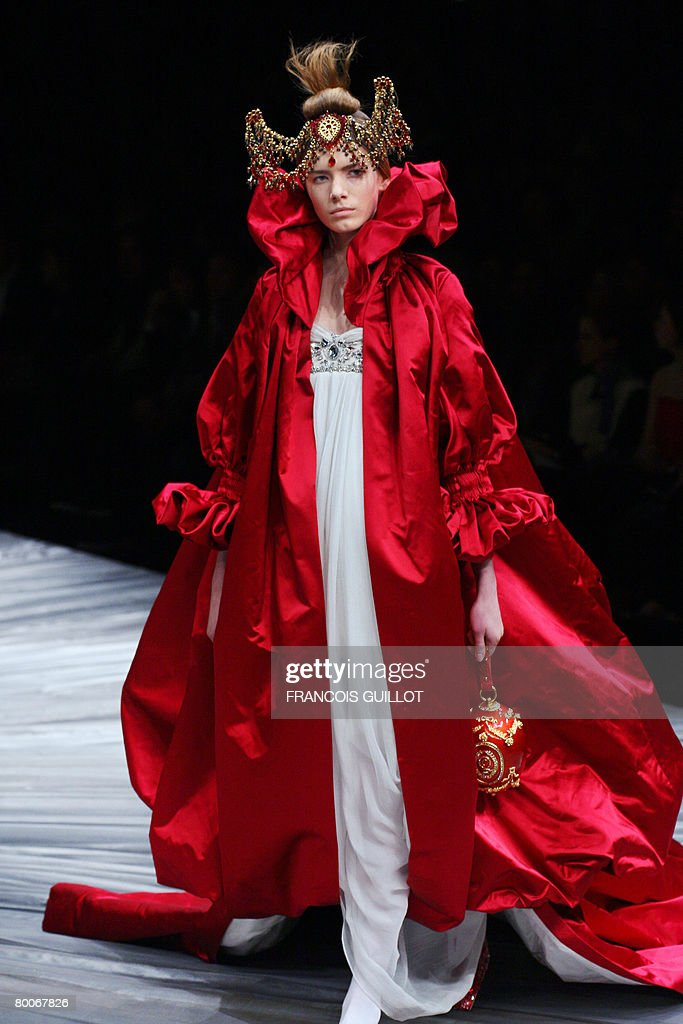 A model presents a creation by British designer Alexander McQueen during the autumn/winter 2008-2009 ready-to-wear collection show in Paris, 29 February 2008.