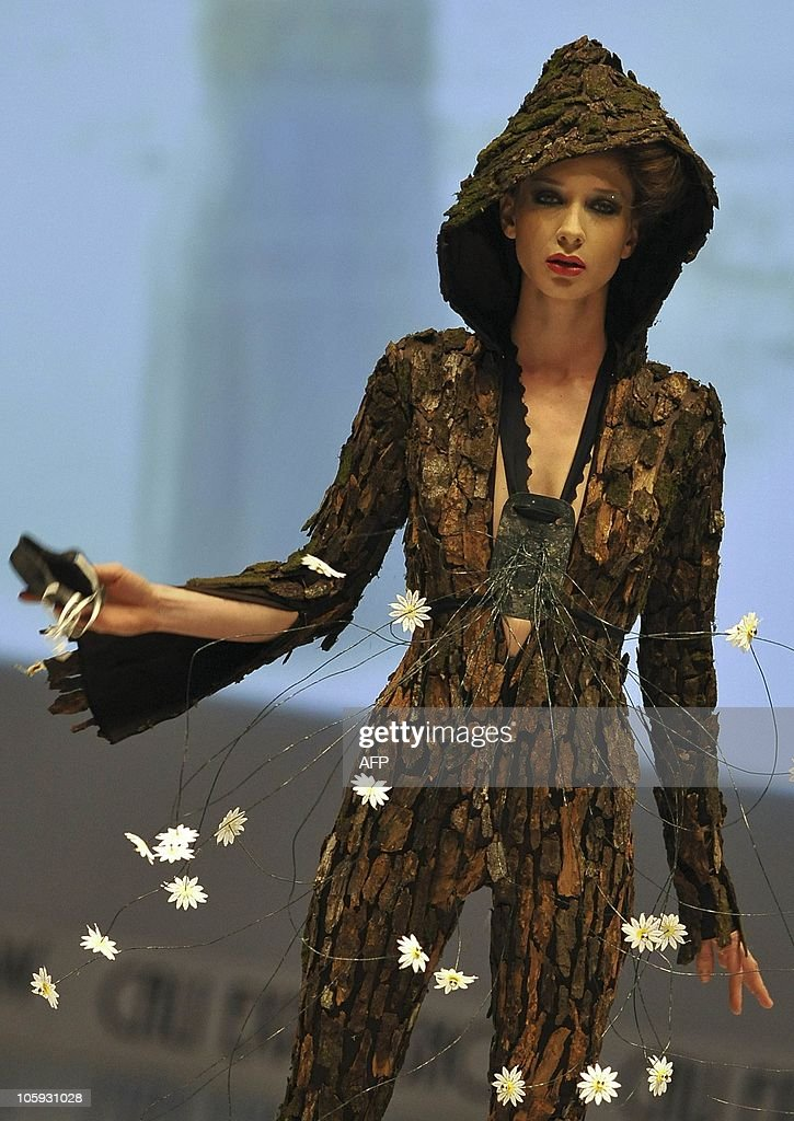 A model presents a creation by Colombian : News Photo