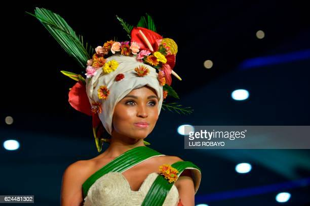 A model presents a creation by Colombian designer Luis Garcia made with organic elements during BioFashion Show on November 19 in Cali Valle del...