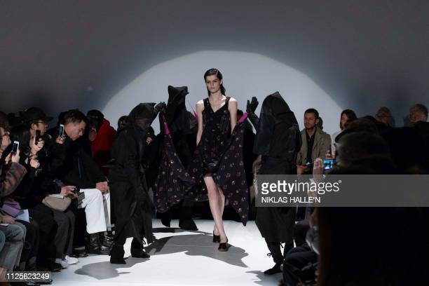 A model presents a creation by Cypriotborn Turkish fashion designer Hussein Chalayan during his 2019 Autumn / Winter collection catwalk show at...