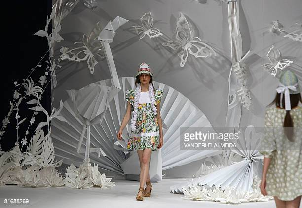 Model presents a creation by designer Apoena during the Rio Fashion Week Spring-Summer 2008-09 collection, at the Marina da Gloria on June 10, 2008...