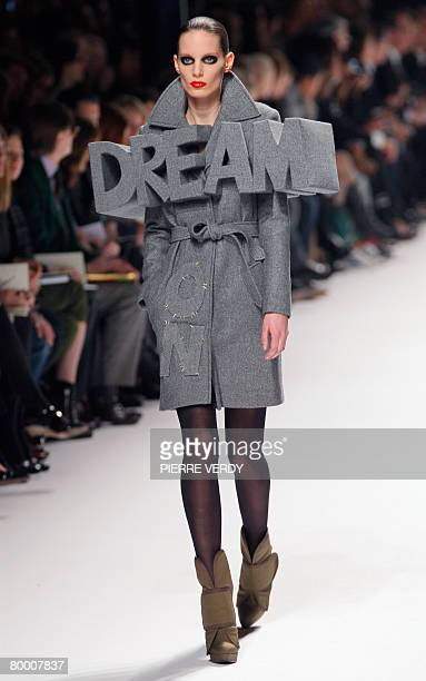 Model presents a creation by Dutch designers Viktor & Rolf during the autumn/winter 2008-2009 ready-to-wear collection show in Paris, 26 February...