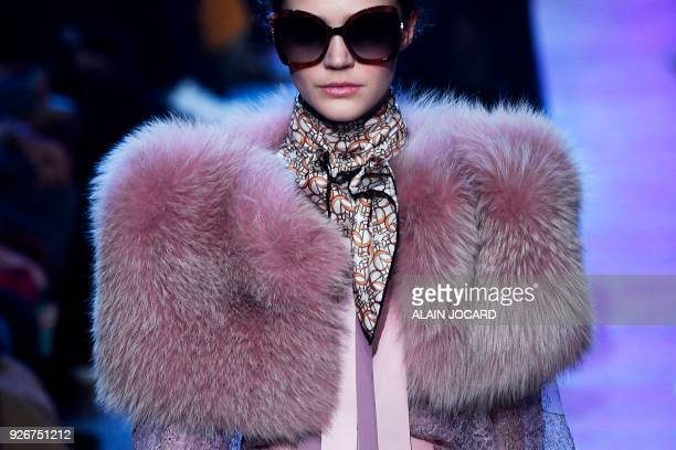 Model presents a creation by Elie Saab during the 2018/2019 fall/winter collection fashion show on March 3, 2018 in Paris. / AFP PHOTO / ALAIN JOCARD