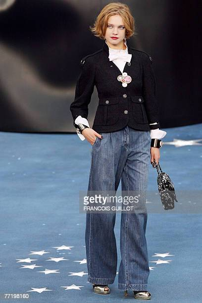 Model presents a creation by German designer Karl Lagerfeld for Chanel during Spring/Summer 2008 ready-to-wear collection show in Paris, 05 October...