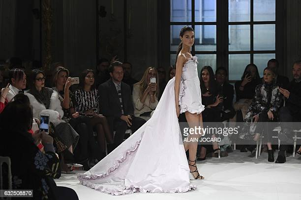 Model presents a creation by Giambattista Valli during the 2017 spring/summer Haute Couture collection on January 23, 2017 in Paris. / AFP / ALAIN...