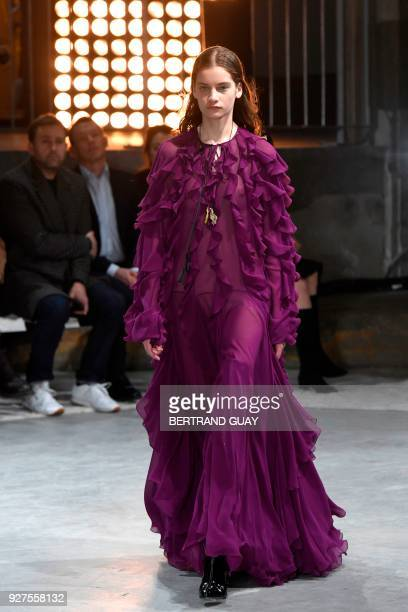 A model presents a creation by Giambattista Valli during the 2018/2019 fall/winter collection fashion show on March 5 2018 in Paris / AFP PHOTO /...