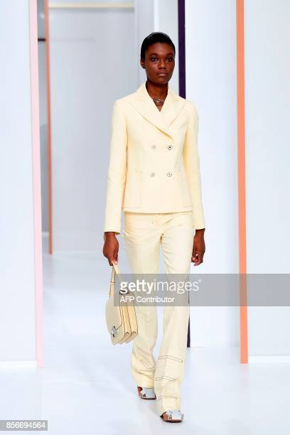 A model presents a creation by Hermes during the women's 2018 Spring/Summer readytowear collection fashion show in Paris on October 2 2017 / AFP...