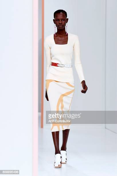 Model presents a creation by Hermes during the women's 2018 Spring/Summer ready-to-wear collection fashion show in Paris, on October 2, 2017. / AFP...