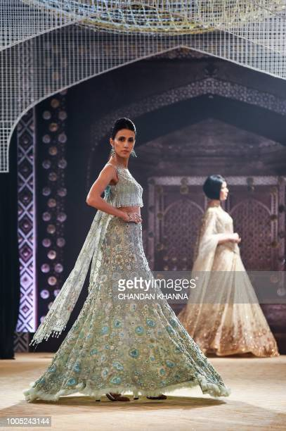 1 707 Tarun Tahiliani Fashion Designer Photos And Premium High Res Pictures Getty Images