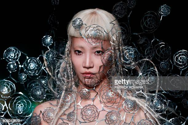 TOPSHOT A model presents a creation by Iris Van Herpen during the 2017 fall/winter Haute Couture collection in Paris on July 3 2017 / AFP PHOTO /...