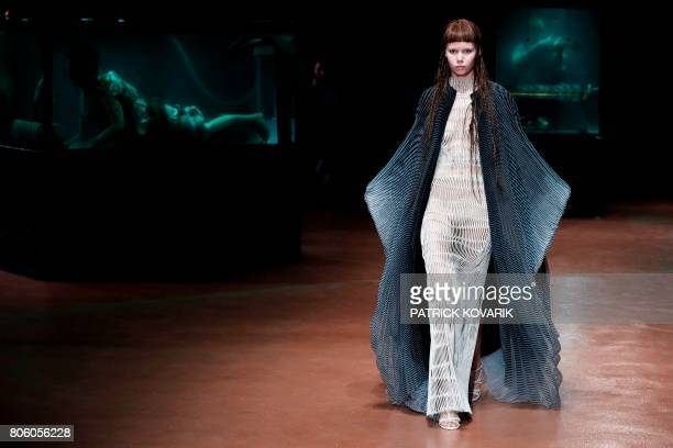 A model presents a creation by Iris Van Herpen during the 2017 fall/winter Haute Couture collection in Paris on July 3 2017 / AFP PHOTO / Patrick...