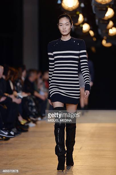 A model presents a creation by Isabel Marant during the 20152016 fall/winter readytowear collection fashion show on March 6 2015 in Paris AFP PHOTO /...