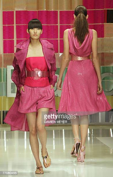 A model presents a creation by Italian designer Laura Biagiotti during the Spring/Summer 2008 collections of the Milan readytowear fashion shows 27...