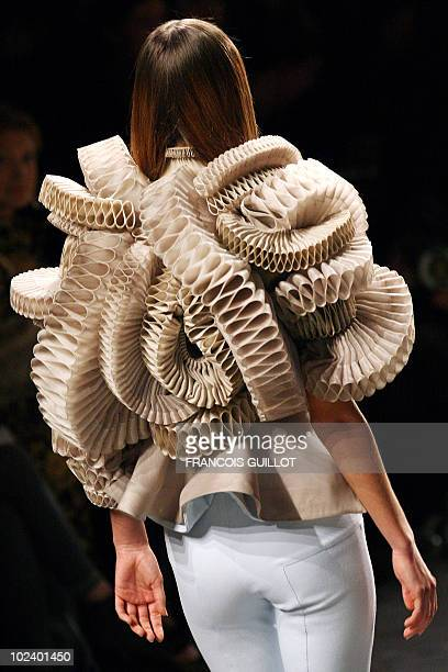 A model presents a creation by Italian designer Riccardo Tisci for Givenchy during Spring/Summer 2008 Haute Couture collection show in Paris 22...