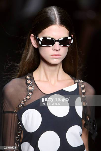 A model presents a creation by Italian designer Riccardo Tisci for Givenchy during Spring/Summer 2008 readytowear collection show in Paris 03 October...