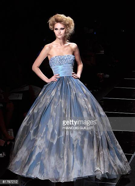 Model presents a creation by Lebanese designer Elie Saab during Fall-Winter 2009 Haute Couture collection show in Paris on July 2, 2008. AFP PHOTO...