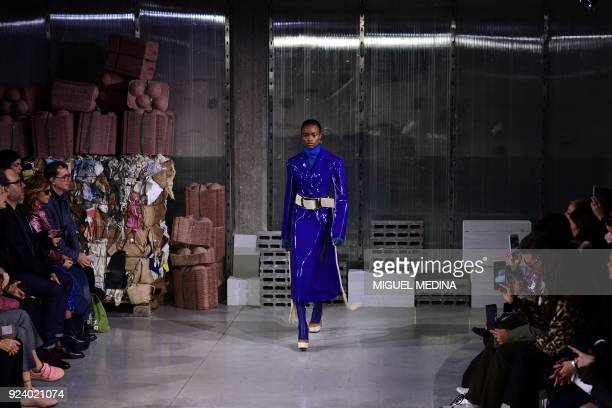 A model presents a creation by Marni during the women's Fall/Winter 2018/2019 collection fashion show in Milan on February 25 2018 / AFP PHOTO /...