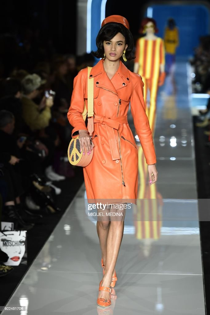 TOPSHOT-FASHION-ITALY-MOSCHINO : Photo d'actualité