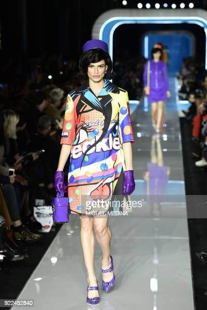 A model presents a creation by Moschino during the women's Fall/Winter 2018/2019 collection fashion show in Milan on February 21 2018 / AFP PHOTO /...