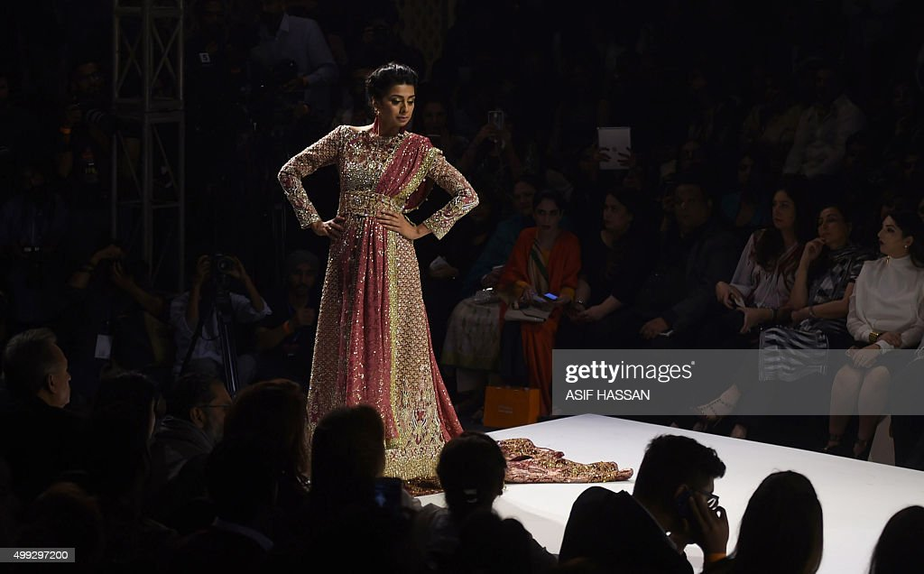 A Model Presents A Creation By Pakistani Designer Faraz Manan On The News Photo Getty Images