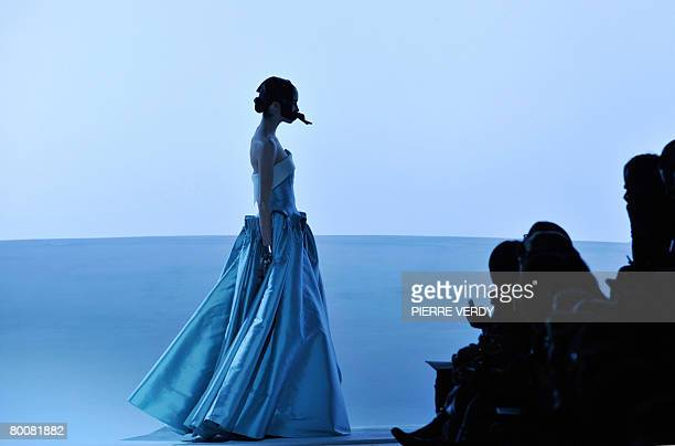 Model presents a creation by US designer Marc Jacobs for Louis Vuitton during the autumn/winter 2008-2009 ready-to-wear collection show in Paris, 02...