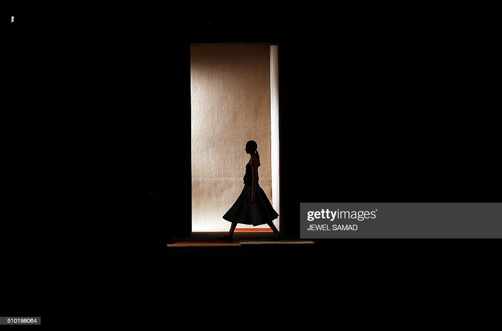 TOPSHOT - A model presents a creation by Victoria Beckham during the Fall 2016 New York Fashion Week on February 14, 2016, in New York. / AFP / Jewel Samad
