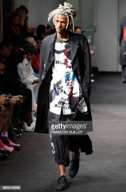 Model presents a creation by Yohji Yamamoto during the men's spring/summer 2019 collection fashion show on June 21, 2018 in Paris.