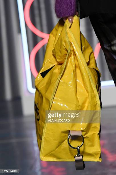 A model presents a creation for Aalto during the 2018/2019 fall/winter collection fashion show on February 28 2018 in Paris / AFP PHOTO / ALAIN JOCARD