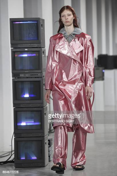A model presents a creation for Aalto during the women's 2018 Spring/Summer readytowear collection fashion show in Paris on September 27 2017 / AFP...