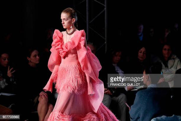 A model presents a creation for Alexander McQueen during the 2018/2019 fall/winter collection fashion show on March 5 2018 in Paris / AFP PHOTO /...