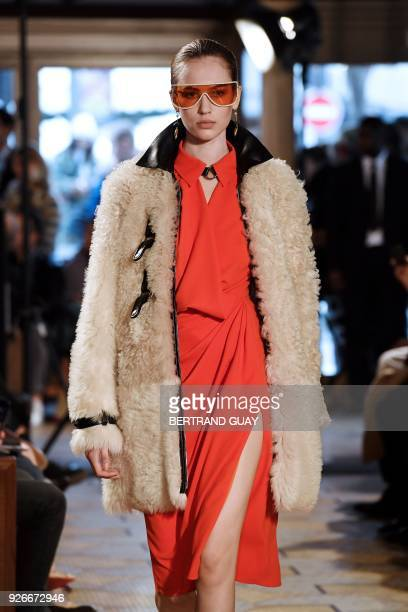 A model presents a creation for Altuzarra during the 2018/2019 fall/winter collection fashion show on March 3 2018 in Paris / AFP PHOTO / BERTRAND...