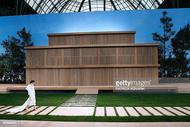 TOPSHOT A model presents a creation for Chanel during the 2016 spring/summer Haute Couture collection on January 26 2016 in Paris / AFP / PATRICK...