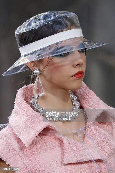 A model presents a creation for Chanel during the women s 2018... News  Photo  7774815903