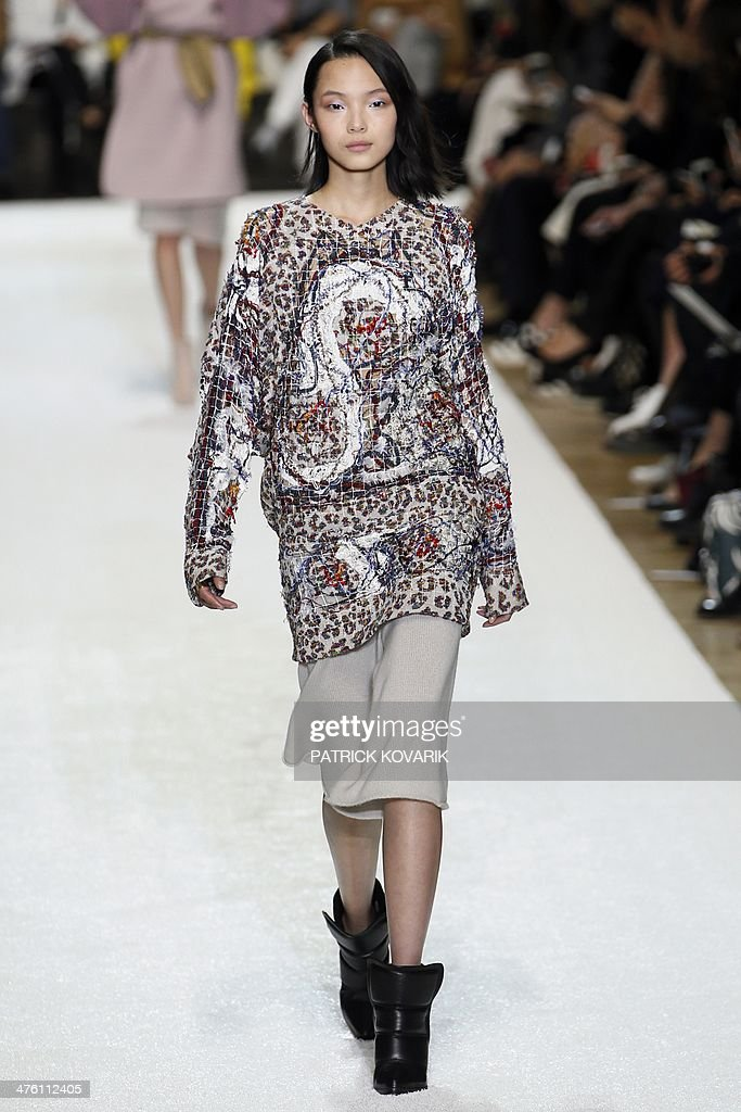 A model presents a creation for Chloe during the 2014/2015 Autumn/Winter ready-to-wear collection fashion show, on March 2, 2014 in Paris.
