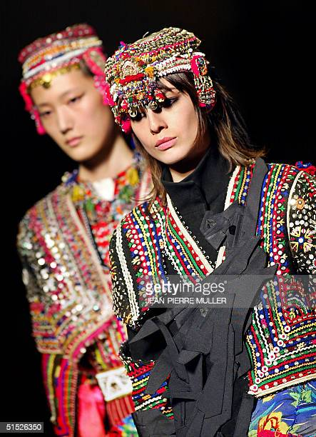 A model presents a creation for Cypriot Turkish designer Hussein Chalayan 08 March 2002 in Paris during the AutumnWinter 2002/2003 readytowear...