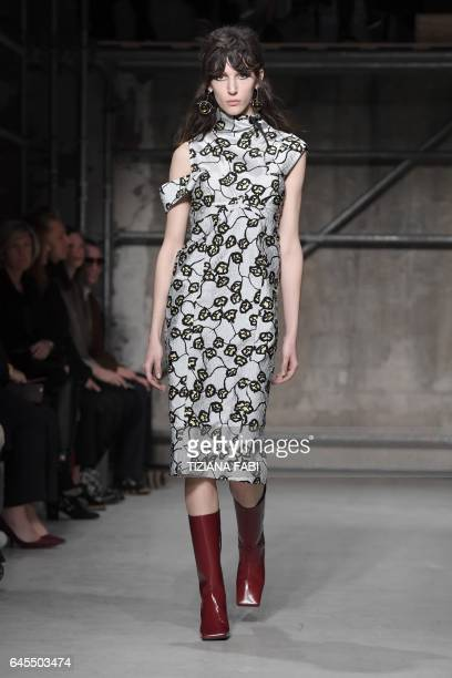 A model presents a creation for fashion house Marni during the Women's Fall/Winter 2017/2018 fashion week in Milan on February 26 2017 / AFP /...