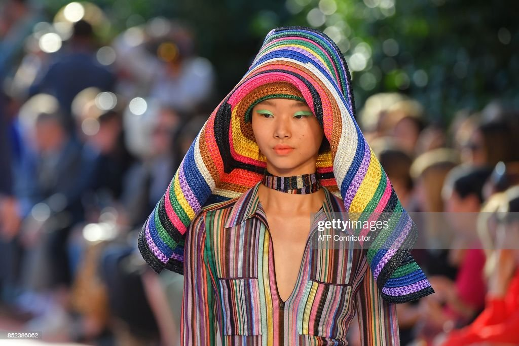 A model presents a creation for fashion house Missoni during the Men and Women's Spring/Summer 2018 fashion shows in Milan, on September 23, 2017. / AFP PHOTO / Marco BERTORELLO