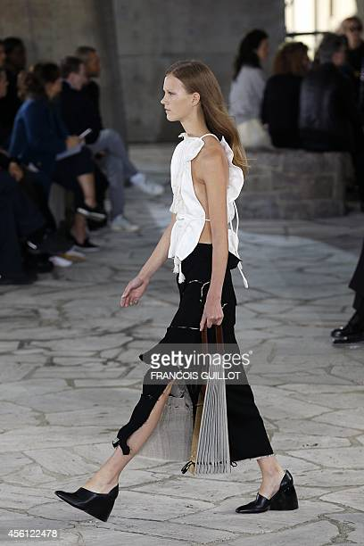A model presents a creation for Loewe during the 2015 Spring/Summer readytowear collection fashion show on September 26 2014 in Paris AFP PHOTO /...